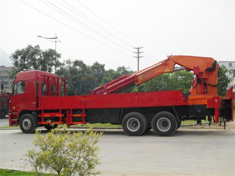 重汽豪沃50吨随车吊