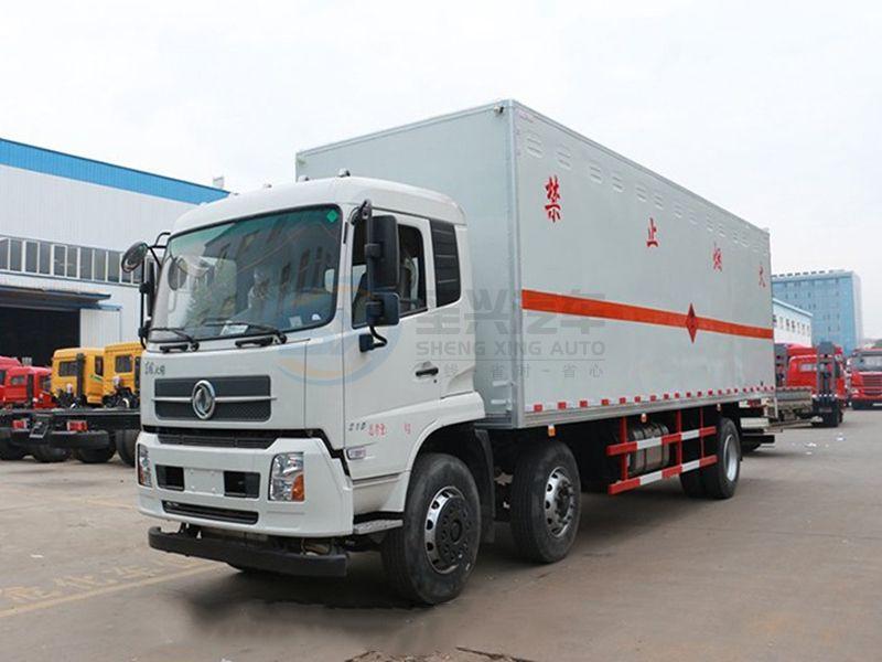 东风天锦小三轴7米7爆破器材运输车
