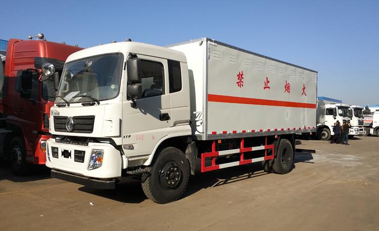 东风专底6米2易燃液体厢式运输车